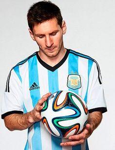 bola Brazuca Messi (Foto: Divulgação / Adidas).04/12/2013.