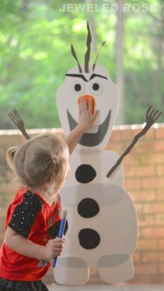 DIY Olaf by by growinajeweled rose: Do you want to build a snowman?  This easy to make toy allows kids to build Olaf over  over again. #DIY #Crafts #Kids #Olaf