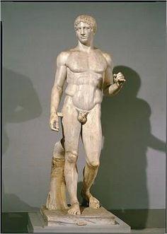 Spjutbäraren, Polycleitos, 450-440 f.v.t. ursprungligen i brons. (kan vara Akilles) Grekerna strävade efter att räkna ut de perfekta proportionerna, genom att studera människor och plocka ut tilltalande attribut, arbetades en kanon, som skulle spegla den fysiska perfektionen, fram. Dessa perfekta proportioner resulterade i Polykleitos Spjutbärare, som alltså visar kanon för den klassisk-grekiska epoken.