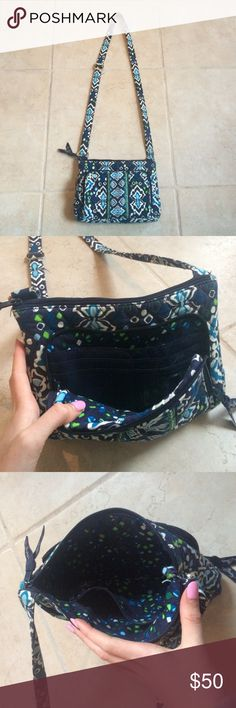 Vera Bradley Crossbody Bag Vera Bradley Crossbody Purse in good condition. There are signs of a little use, but ultimately in good condition. Feel free to ask questions 🌿 Vera Bradley Bags Crossbody Bags