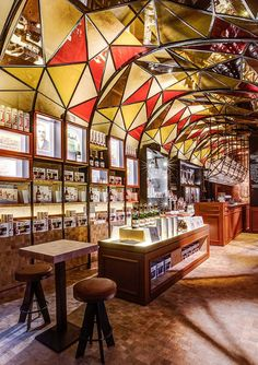 Restaurant Design: First Duvel Café, Duvelorium by Puresang great design for a cafe or sweet shop etc, love the glass panelling