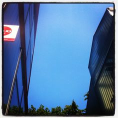 The difference between a working day and a #coworking day? Like a grey sky vs. a blue sky :-)