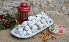 Cornulețe cu nucă și rahat sau magiun - foarte fragede și gustoase | Savori Urbane Urban, Chicken, Cake, Food, Kuchen, Essen, Meals, Torte, Cookies