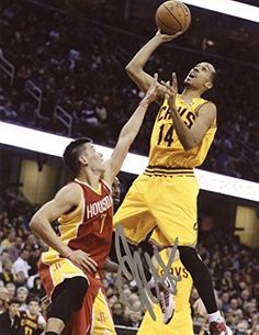 1b97214fba9 SHAUN LIVINGSTON CLEVELAND CAVALIERS SIGNED AUTOGRAPHED 8x10 PHOTO W COA at Amazon s  Sports Collectibles Store