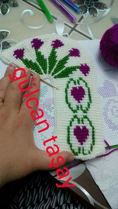 Knitted Slippers, Crochet Accessories, Friendship Bracelets, Elsa, Diy And Crafts, Knitting, Slipper, Spring, Needlepoint