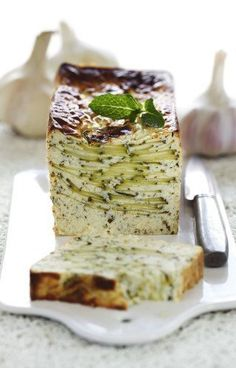 Recette de Terrine courgette -chèvre, ail et menthe. A delicious fresh courgette/zucchini terrine with goat cheese and mint #terrine #goatcheese #recipe #vegetarian