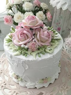 Gorgeous Cakes, Pretty Cakes, Amazing Cakes, Bolo Floral, Floral Cake, Victorian Cakes, Fake Cake, Small Cake, Cupcake Cakes