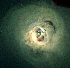 A más de 250 millones de años luz de la Tierra el Observatorio de rayos X Chandra de la NASA ha encontrado algo fascinante. Allí, muy cerca del cúmulo de galaxias de Perseo, se ha levantado una ola de gas gigante, tanto, que este tsunami cósmico monstruoso es hasta dos veces la Vía Láctea.