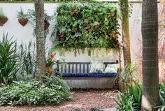 Inspire-se em cinco projetos com jardim vertical - Casa