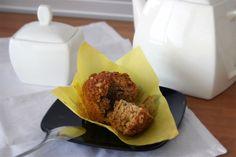 Receta de muffins de plátano y nueces con un toque de canela. Muy fácil y rápida de hacer. Son ideales para el desayuno o para la merienda.