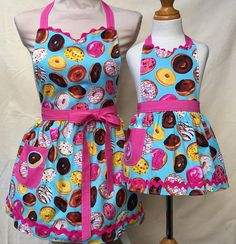 Mommy and Me Spring Dresses & Outfits Spring Dresses, Spring Outfits, Apron Pattern Free, Denim Handbags, Sewing Aprons, Mommy And Me Outfits, Apron Designs, Kids Apron, Kids Patterns