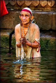 Varanasi - Kedar Ghat - Life at the Ganga