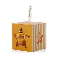 Treat someone to a little bit of indulgence with The Body Shop's Honeymania™ Treats Gift Set. This cute cube of mini bath time treats is scented with rich, floral honey and is enriched with Community Trade honey from Ethiopia. Gifts don't get much sweeter!