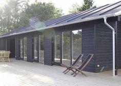 Dette sommerhus ved Vejby Strand inviterer naturen indenfor og rummer mange skønne rum og funktioner både inde og ude. novaform boligdrømme til drømmebolig