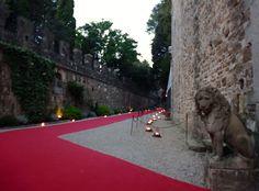 Red Carpet entrance to the Castle in Tuscany at Castello di Vincigliata for the surprise DInner in the Garden. All Rights Reserved GUIDI LENCI www.guidilenci.com