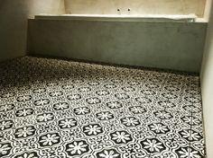 concrete bathroom with black/white portugese tiles (designtegels.nl)