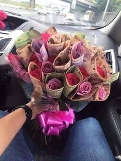 make money baddie do you have a boo ( vaildpostedi - makemoney Creative Money Gifts, Creative Birthday Gifts, Birthday Goals, Diy Birthday, Happy Birthday, Ideas Sorpresa, Money Bouquet, Money Flowers, Flower Box Gift
