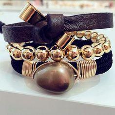 Set By Vila Veloni Leather And Golden Bracelet Chic Style