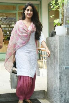 Bollywood Actress Sridevi Daughter Janavi Kapoor Photo Gallery