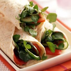 Weight Watchers California Club Wrap - 3 ww+ points - note: don't make these ahead of time; Weight Watchers Canada, Weight Watchers Lunches, Plats Weight Watchers, Healthy Wraps, Healthy Foods To Eat, Healthy Cooking, Healthy Eating, Wrap Recipes, Veggie Recipes