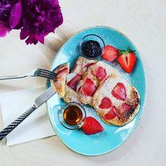 Tvarohové palacinky s jahodami - Receptik.sk Pancakes, Instagram, Breakfast, Food, Strawberries, Puppets, Food Food, Morning Coffee, Essen
