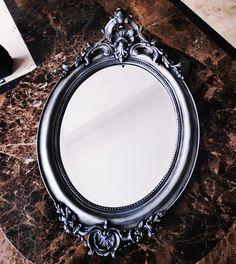 Oglindă ATALANTA cod VM114 Dimensiune: 60x93 cm.  Modelul din imagine are rama colorată argintiu și patina led graphite.  Oglinda este expusă la Showroom-ul Rocas Decor din Cluj-Napoca.  Acest obiect decorativ de lux este ideal pentru decorarea holului, băii, dormitorului sau living-ului dvs.  #mirror#silverframe#handmade#londonlife#parischic#wallmirror#homedecor#bathroomdesign#interiordesign#homedesign#victoriasmirror# Design Ideas, Mirror, Home Decor, Decoration Home, Room Decor, Mirrors, Home Interior Design, Home Decoration, Interior Design
