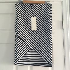 Sexy hi lo skirt Iris LA black & white chevron print skirt, size XL (Jr).  Very cute low in back with a hi v cut in front.  New with tag attached. Iris Los Angeles Skirts