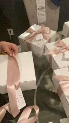 Creative Gift Wrapping, Creative Gifts, Easy Gift Wrapping Ideas, Gift Wrapping Ideas For Birthdays, Creative Gift Packaging, Creative Gift Baskets, Elegant Gift Wrapping, Girl Gift Baskets, Creative Christmas Gifts