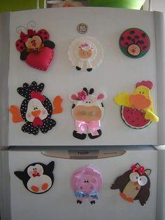 imã de geladeira com CD velho