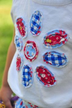 Aesthetic Nest: Sewing: Frayed Flower Applique T-Shirt (Tutorial) - make a shirt to go with the skirt!