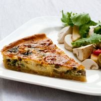 This fresh vegetable quiche makes a wonderful brunch, or dinner when served with a salad. If you want to avoid egg yolks, it can be made with egg whites only. Quiche With Potato Crust, Vegetable Quiche, Going Vegetarian, Vegetarian Recipes, Healthy Recipes, Healthy Foods, Real Food Recipes, Cooking Recipes, Clean Eating