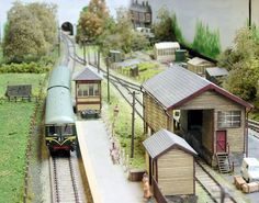 Curious to know which scale of model train is ideal? Check out the several model trains. Free Track Plans for your model railway layout, railroad or train set. Ho Scale Train Layout, Model Train Layouts, Ho Model Trains, Ho Trains, Escala Ho, Train Miniature, Electric Train Sets, N Scale Trains, Model Building