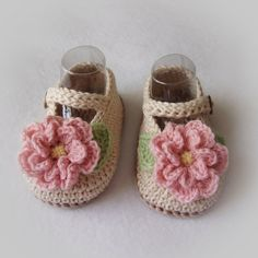 These are a great baby shower gift item!  Made of 100% cotton yarn, they are very soft for babys delicate skin. Mary Jane styling with functional straps