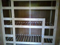 Zelf een driepersoons stapelbed voor de kinderen gebouwd in de pipowagen