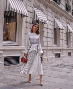 The earning power of influencers: Who's getting paid what - Street Style Outfits Mode Outfits, Fashion Outfits, Fashion Trends, Fashion Clothes, Fashion Styles, Look Camila Coelho, Estilo Lady Like, Modest Dresses, Summer Dresses