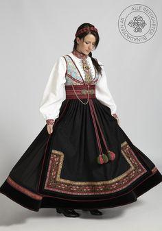 Beltestakk fra Telemark - BunadRosen AS Norwegian Clothing, Concept Clothing, Scandinavian Fashion, Folk Costume, Costumes, Historical Clothing, Traditional Dresses, Costume Design, Making Ideas