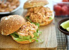 Pittige kipsalade | Kookmutsjes Sandwiches, Appetizer Dips, Pitta, High Tea, Pulled Pork, Salads, Brunch, Favorite Recipes, Healthy Recipes