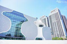 141026 攝於臺中大都會歌劇院。 註: 日本名建築師伊東豊雄作品。