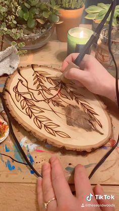 Wood Slice Crafts, Wood Burning Crafts, Wood Burning Patterns, Wood Burning Art, Diy Wooden Projects, Wood Projects That Sell, Wooden Crafts, Wood Burn Designs, Wood Design
