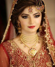 Latest Trends of Pakistani Bridal Makeup Looks 2020 for Your Big Day Bridal Makeup Looks, Bridal Hair And Makeup, Bridal Beauty, Wedding Beauty, Bridal Looks, Bridal Style, Pakistani Bridal Jewelry, Pakistani Bridal Dresses, Pakistani Bridal Hairstyles