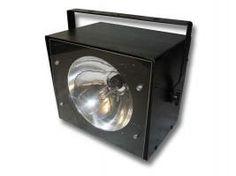Strobo 60W, vitesse du flash réglable. Dim:260x220x190. Avec crochet. Pds: 2kg. Adapté aux petites salles.Stroboscope à louer à Obermorschwihr (68420) - www.placedelaloc.com