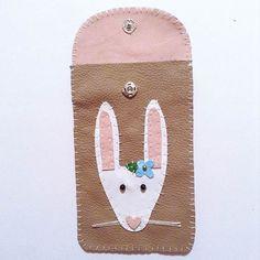 Kostenlose Anleitung: Hasiges Technik-Täschchen nähen / free diy tutorial: how to sew a smartphone case with a cute bunny on it via DaWanda.com