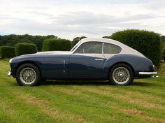 Ferrari 166Inter. En 1949 Ferrari realiza una pequeña evolución del 166S haciendolo aún más de calle y de esa forma se convierte en el primer GT fabricado por Ferrari.
