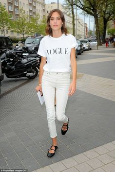 Alexa Chung wearing AG For Alexa Chung Brianna Jeans in Sulfur Natural, Carven Black Patent Leather Shoes and Vogue T-Shirt Alexa Chung Festival, Alexa Chung Style, Vogue, Mode Inspiration, Mode Style, White Denim, Star Fashion, Net Fashion, Fashion Pictures
