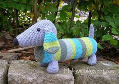 Bemærk: Jeg holder fast i min ophavsret. Opskrifterne er til fri afbenyttelse i nonkommercielle sammenhænge - som det så flot hedder. ... Crochet Toys, Crochet Baby, Knit Crochet, Baby Knitting Patterns, Crochet Patterns, So Creative, Crochet Flowers, Fiber Art, Crochet Projects