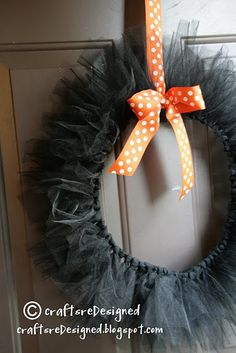 tulle wreath. cool! I have a spool of tulle. And, I ryhme too! Heh.