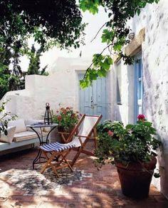 Patio Pergola, Backyard Landscaping, Small Tropical Gardens, Style Tropical, Patio Grande, Garden Design, House Design, Patio Interior, Ivy House