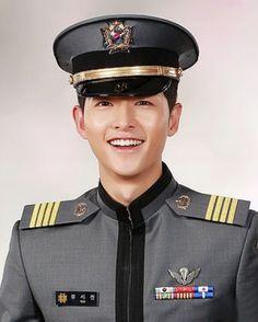 Actor Song Joong-ki plays the lead male character Yoo Si-jin in the wildly popular Descendants of the Sun evening KBS drama. Korean Drama Stars, Korean Star, Daejeon, Kim Joon, Song Hye Kyo, Handsome Prince, Handsome Boys, Descendants, Gentleman Songs