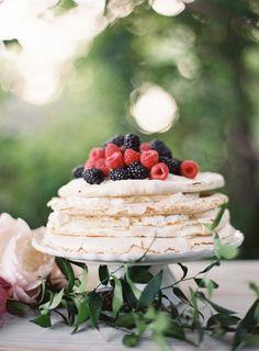 Elegant Garnet Wedding Ideas - Once Wed Party Desserts, Wedding Desserts, Just Desserts, Wedding Cakes, Bolo Pavlova, Marsala, Yummy Treats, Sweet Treats, Garnet Wedding