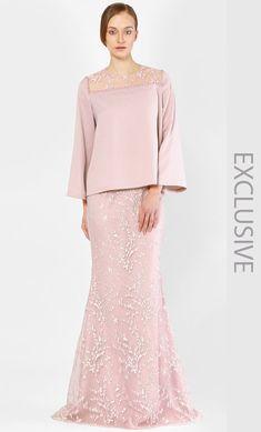 Alia B. The Kurung Kedah with Full Sakura Lace in Rose Baju Kurung Moden Lace, Women's Fashion Dresses, Dress Outfits, Beautiful Dresses, Nice Dresses, Auryn, Hijab Dress Party, Model Kebaya, Gowns Of Elegance